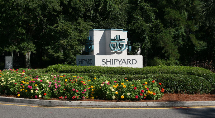 Walk to the beach, tennis, golf and fine dining in Shipyard Plantation